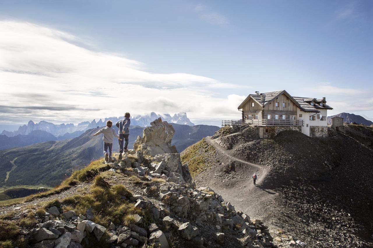Autunno in trentino viaggio animamente for Rifugio in baita di montagna