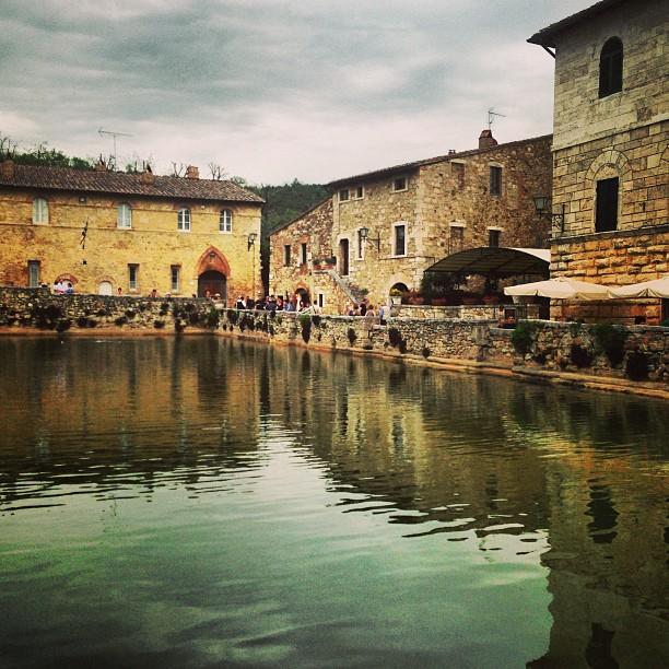 Bagno vignoni centro termale viaggio animamente - Bagno vignoni ristoranti ...