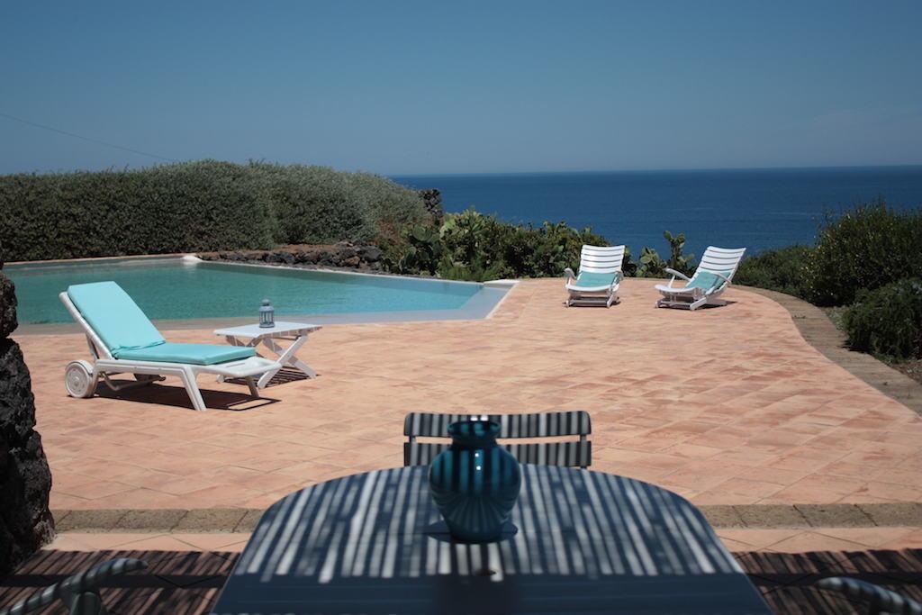 Rural relax pantelleria viaggio animamente - Dammusi con piscina pantelleria ...